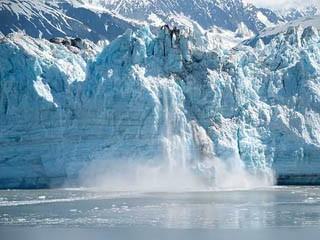 В Антарктиде появились озера талой воды