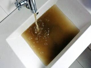 Каждый второй россиянин пьет некачественную воду