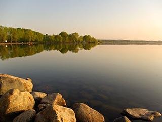 Плещеево озеро прячется за заборами